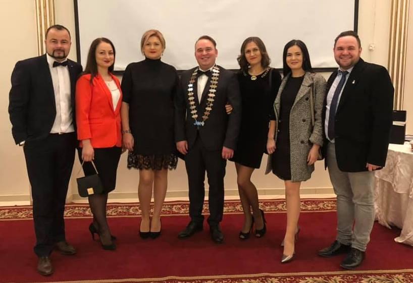 Gala JCI Ungheni 2018 - președintele JCI Iași 2019 alături reprezentați JCI ai altor locale din tară